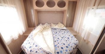 Autocaravanas con cama en isla